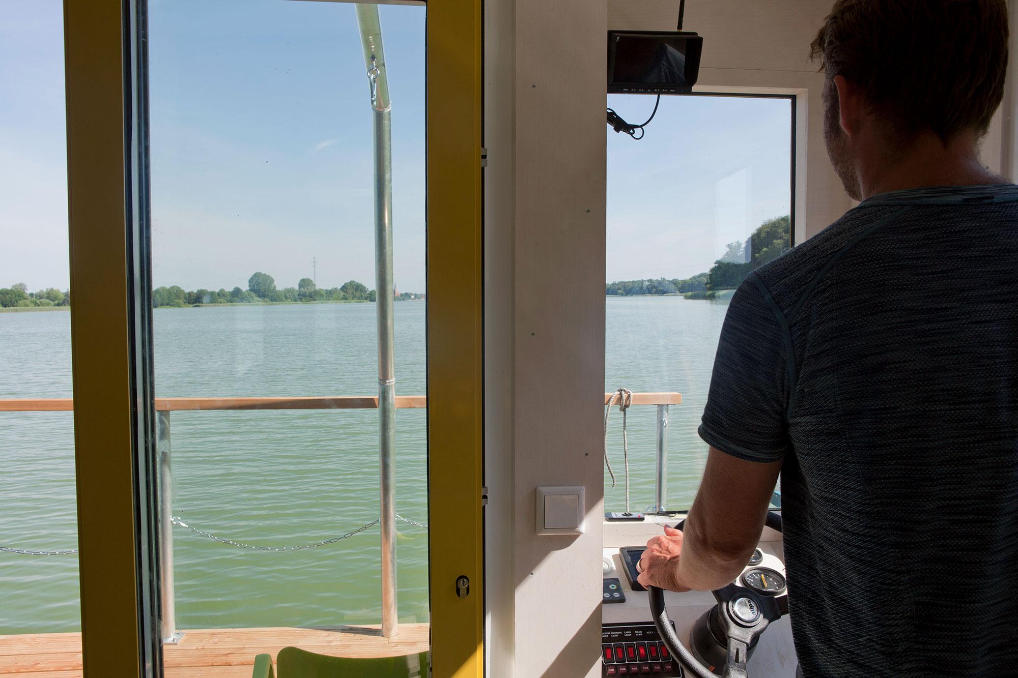 zuHausboot - Bernd das Hausboot im Revier Ruppiner Seen.